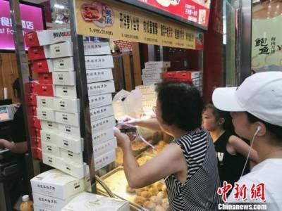 """酸菜牛蛙入月饼 上海老字号""""月饼战""""提前打响"""