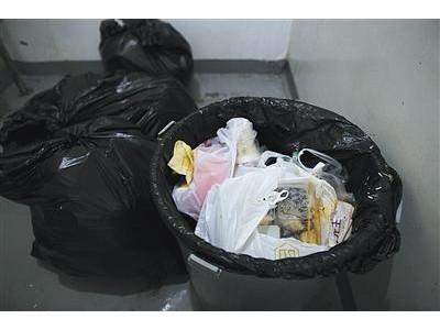 三大外卖平台被诉环境污染:塑料袋应明码标价