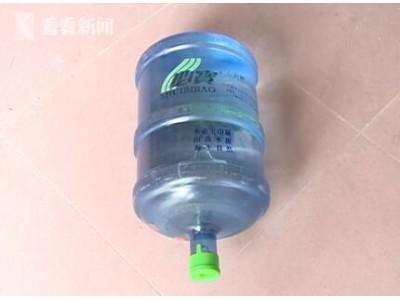 广州:桶装水里惊现黑色漂浮物 定睛一看竟是活蜘蛛