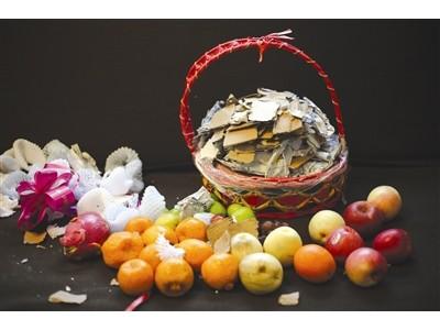 """果篮""""内增高""""的秘密:水果下面暗藏纸板泡沫 垫高20厘米重达2.5斤"""