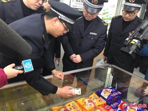 上海食药监局开展元旦飞行检查 一超市冰柜敞开存隐患