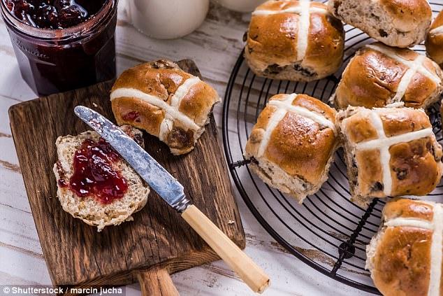 澳洲复活节十字面包之战: 超市争相推新口味