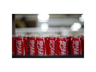 """可口可乐百事等联手""""减糖"""":8年内将饮品含糖量削减20%"""