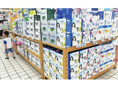 """夏季乳品价格遭遇""""热缩"""" 牛奶价格不如水高"""