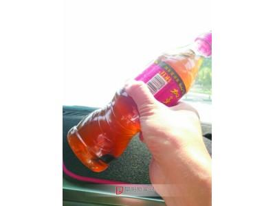安徽阜阳:未开封的饮料中 漂着不明絮状物