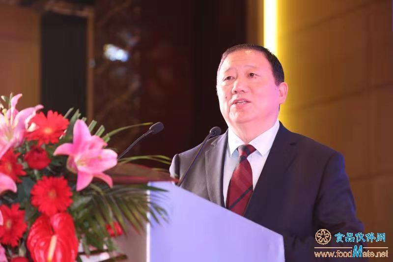 安琪生物集团董事长俞学锋做大会报告