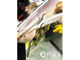 秋刀鱼剖开里面的黑线是啥?超市称是无害的虫子