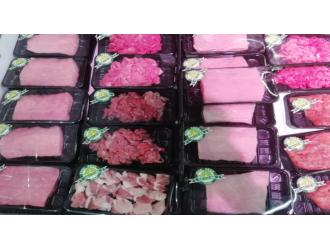 武汉一中百超市邻里生鲜店售卖未贴食品标签的冷藏肉制品
