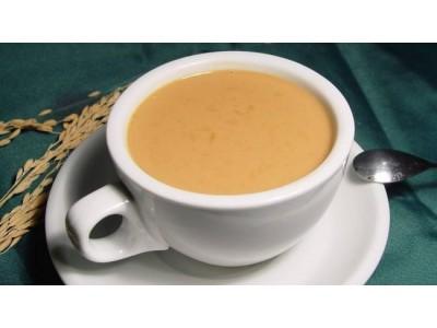 你会为一杯网红奶茶排长队吗?