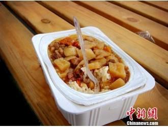 广西动车禁用自热食品引议 官方回应:可带不可使用