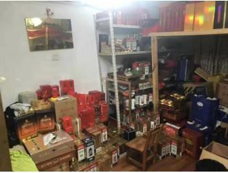 """旧瓶装假""""茅台"""",真的假的混着卖!上海松江警方破获制贩假酒案"""