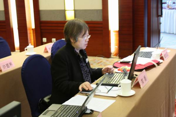现场图文:注册部史小卫主任关注网友意见