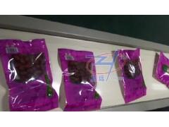 果业集团大枣给袋包装机加装箱图片