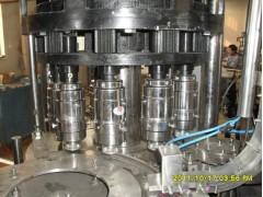 矿泉水三合一灌装机