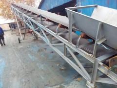 花生秧卸车输送机   箱装蔬菜水果运输机