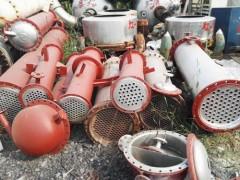 常年供应12-300平方各类型7-9成新二手列管冷凝器
