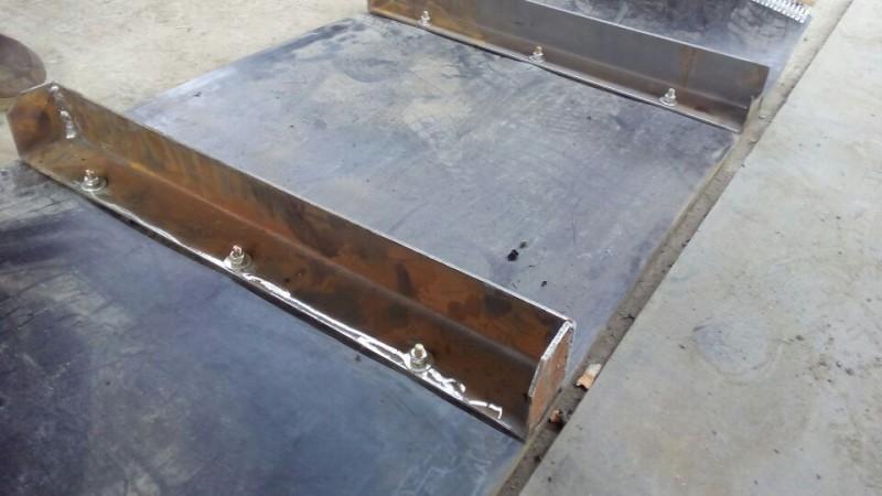 特殊定制的钢板格挡带