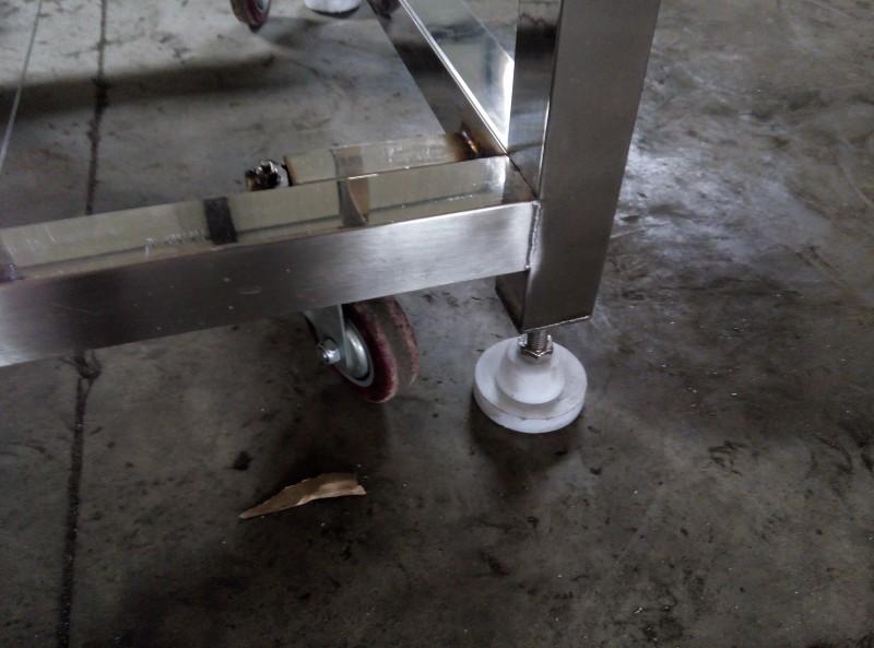 地脚和轮子细节图